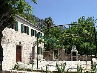 Каменный дом в Черногории, Святой Стефан