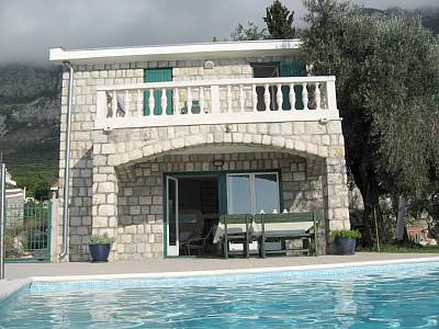 Дом с бассейном в Святом Стефане