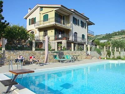 Вилла в Лигурии с красивым видом в Сан-Ремо