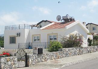 Дом на Кипре в Кирении с бассейном