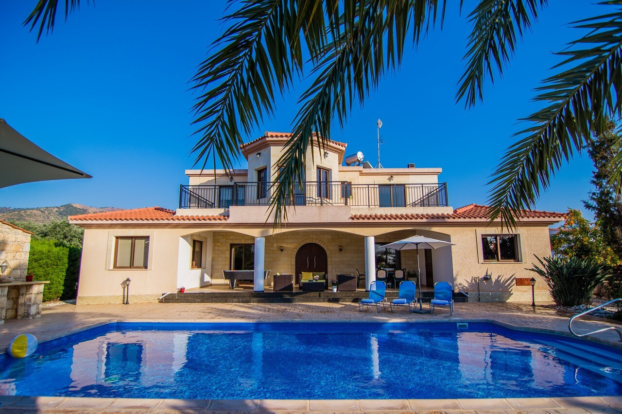 Кипр снять виллу с бассейном продажа квартир во вьетнаме
